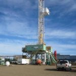 drilling rig equipped with walkers